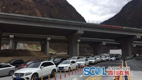 受雅西高速管制影响 雅康高速已出现拥堵